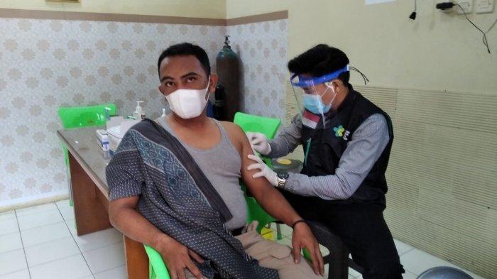 Ratusan Personel Polresta Cirebon Mulai Diberikan Vaksin Covid-19 Dosis Kedua Sejak Senin Kemarin
