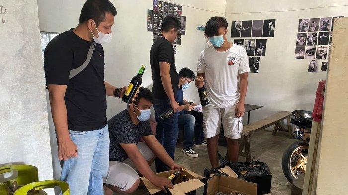 Ratusan Botol Miras Berbagai Merek Berhasil Disita Polres Majalengka dalam Razia Rutin Akhir Pekan