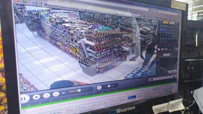 VIRAL Cowok di Bandung Memotret Bagian Bawah Rok Ibu-ibu di Minimarket, Ketahuan Malah Senyam-Senyum