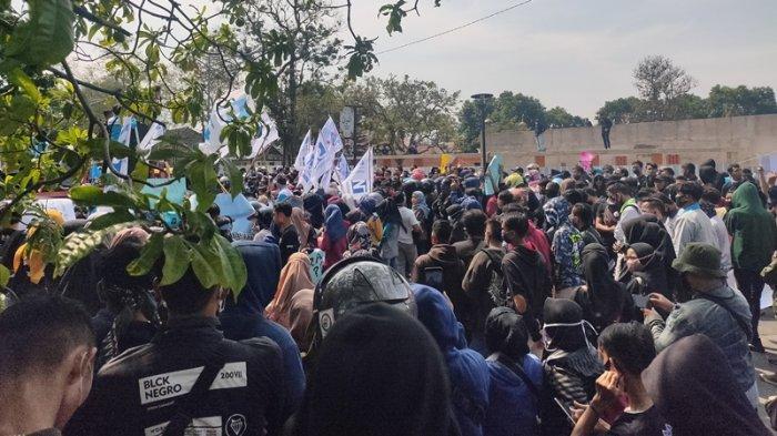 Buruh Demo di Depan Gedung DPRD Majalengka, Tak Ada Satu pun Anggota Dewan yang Nongol