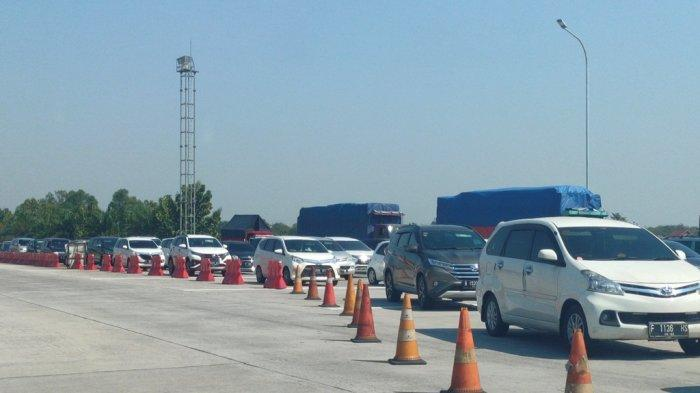 Ribuan Kendaraan Padati Tol Cipali Arah Jawa Tengah Siang Ini, Antrean Panjang 2 Km