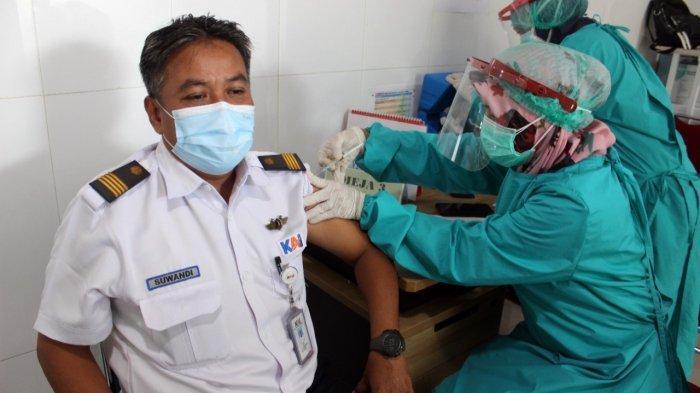 Ribuan Pegawai PT KAI Daop 3 Cirebon Disuntik Vaksin Covid-19 Dosis Kedua