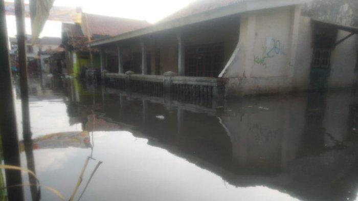 Banjir Rob di Eretan Surut, Satpolair Polres Indramayu Imbau Warga Waspada dan Nelayan Tak Melaut