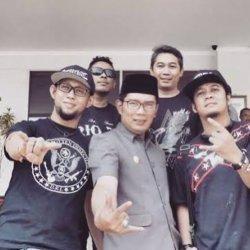 Gubernur Jawa Barat Ridwan Kamil menyampaikan belasungkawa atas berpulangnya gitaris Burgerkill, Aris Tanto, atau lebih dikenal dengan nama Ebenz, Jumat (3/9/2021).