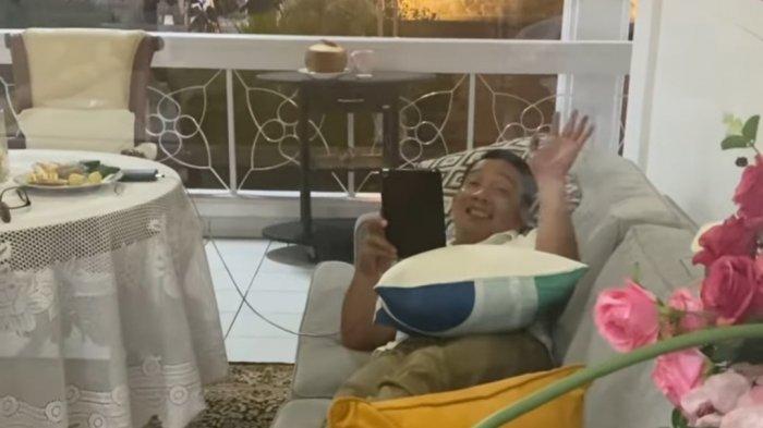 Ridwan Kamil Rela Tidur di Teras Depan Kamar Demi Menemani Istrinya Isolasi Mandiri karena Covid-19