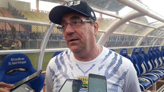 Latihan Rutin Persib Bandung Diliburkan, Robert Alberts Tetap Pantau Pemainnya Melalui Video Call