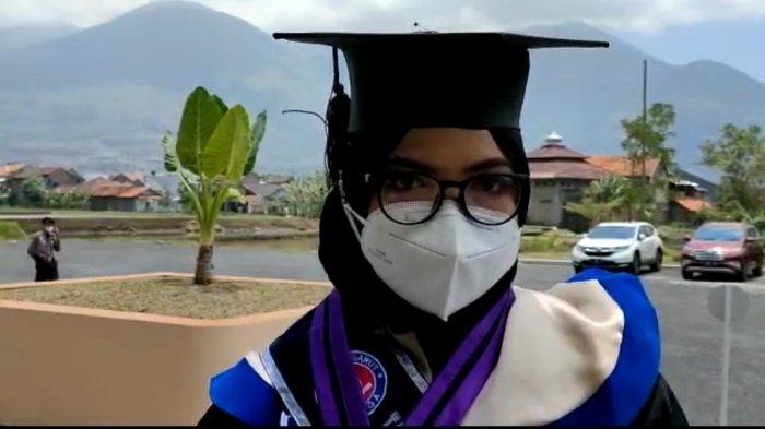 Sejak SD Sudah Digerogoti Kanker, Kisah Mahasiswi Uniga Ini Mengharukan Hingga Bisa Lulus Cumlaude
