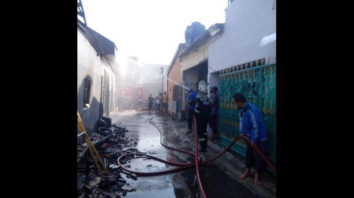 Warga Sebut Ada Bunyi Dentuman Seperti Bom Terdengar di Lokasi Ruko Terbakar di Ciawigebang Kuningan