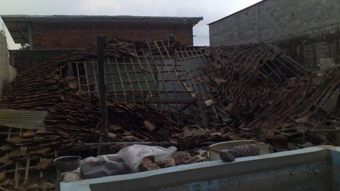 Soni Selamatkan Diri Saat Rumahnya Ambruk Setelah Gempa Bumi Guncang Kota Sukabumi