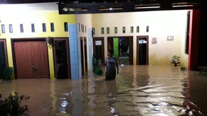 Warga Desa Ciparay Ciamis Buka Puasa Dalam Kepungan Air, Puluhan Rumah Terendam Banjir