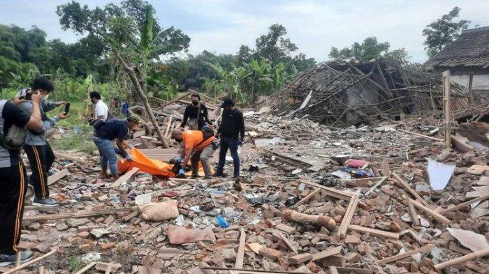 BREAKING NEWS - Ledakan Diduga Bom Terjadi di Pasuruan, Dua Orang Tewas, Rumah Korban Hancur