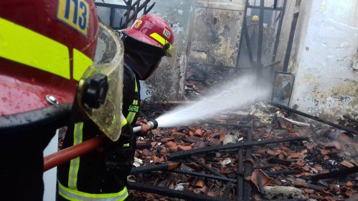 Ledakan Keras Terjadi Saat Api Melalap Rumah Salman di Tasikmalaya, Warga Tak Berani Mendekat