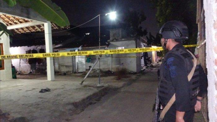 Densus 88 Gerebek Rumah Terduga Bomber Pospam Kartasura