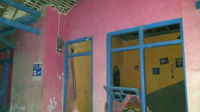 Tiga Rumah Rusak Berat Akibat Ledakan Pabrik Petasan di Indramayu, Plafon Runtuh, Kaca-kaca Pecah