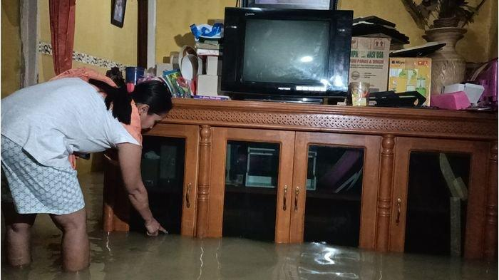 BREAKING NEWS - Sungai Cibuaya Meluap, Sejumlah Rumah Warga di Indramayu Terendam Banjir