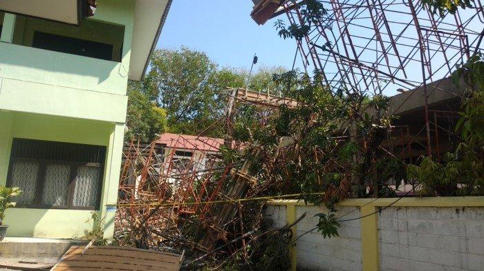 Sedang Direnovasi, Atap Bangunan Disdukcapil Kota Cirebon Ambruk, 3 Pekerja Alami Luka-luka