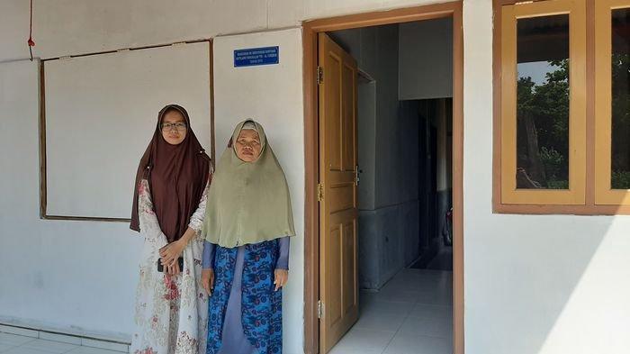 KISAH Haru Nenek Soleka di Cirebon, Sudah Tidak Takut Lagi Genting Bocor Saat Hujan Turun