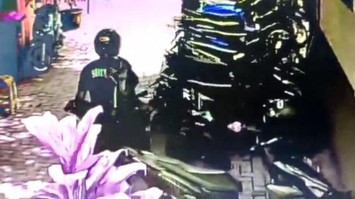 Maling Motor Beraksi di Siang Bolong d Puskesmas Pelabuhanratu, Terekam CCTV Pakai Kaos Security