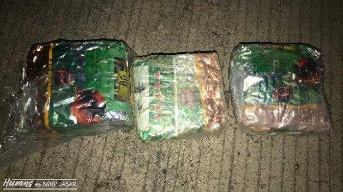 BNN Jabar Ringkus Komplotan Pengedar Narkoba Asal Aceh, Pelaku Sembunyikan 3 Kg Sabu di Atap Bus