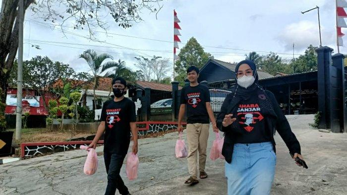 Sahabat Ganjar Kuningan Bagi-bagi Sembako, Bentuk Dukungan untuk Ganjar Pranowo Maju Pilpres 2024