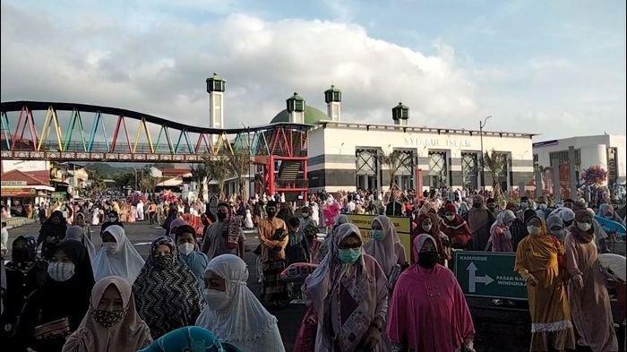 Sekira 10 Ribu Warga Kuningan Ikuti Salat Idul Fitri di Masjid Syiarul Islam, Alun-alun & Taman Kota