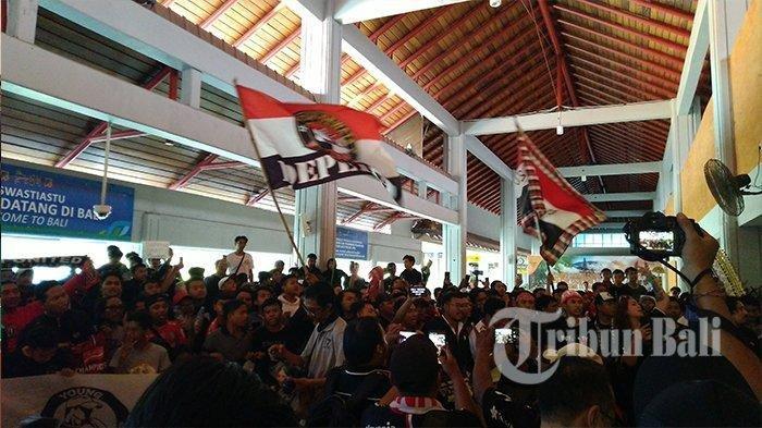 Juara Liga 1 2019, Bali United Disambut Ratusan Suporter di Bandara Ngurah Rai