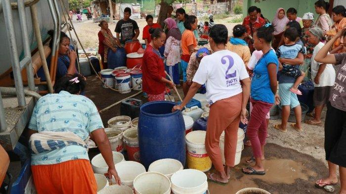 Bencana Kekeringan Masih Terjadi di Kabupaten Cirebon, Warga Sampiran Sulit Mendapatkan Air Bersih