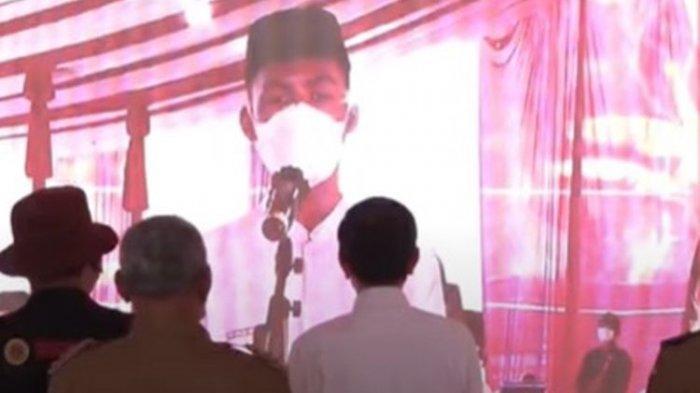 Santri Bikin Tertawa Jokowi, 'Perkenalkan Pak, Saya Luhut Santri, Bukan Luhut Menteri'