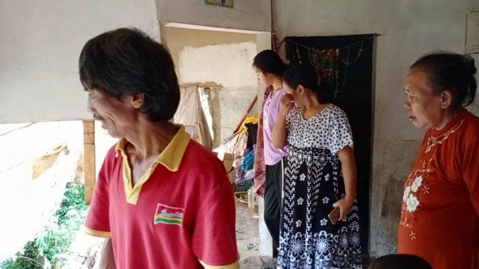 Rumahnya Ambruk Kena Longsor, Tukang Cilok di Kuningan Tetap 'Santuy': Lah Biasa-biasa Saja kok
