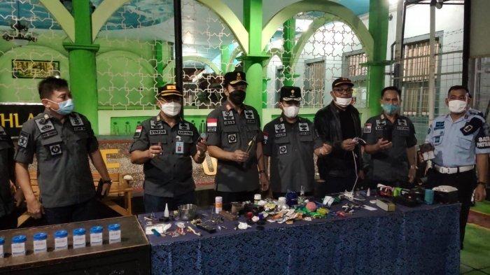Satops Patnal Ciayumajakuning Sidak Lapas Kelas I Cirebon, Razia dan Tes Urine Para Napi