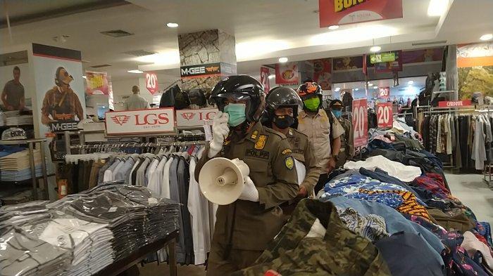 Dua Toko Baju di Indramayu Ini Langgar PSBB karena Buat Kerumunan, Terancam Ditutup Paksa