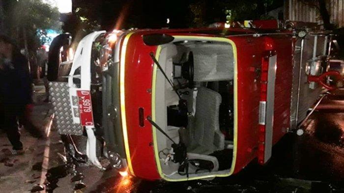 Mobil Damkar Kota Bandung Terguling di Jalan Setiabudi, 5 Petugas Dilarikan ke RS Hasan Sadikin