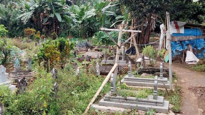 Kondisi saung Abah Sarji terkini di dekat kuburan kawasan pemakaman umum Desa Lengkong, Kecamatan Garawangi, Kuningan, Jawa Barat, Jumat (26/3/2021).