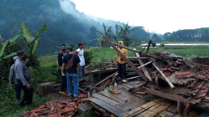 Dua Orang Ibu Tewas Tertimpa Saung yang Roboh Diterjang Angin Kencang di Cianjur, Niatnya Berteduh