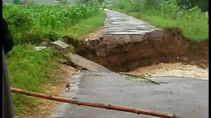 BREAKING NEWS: Jembatan Penghubung Sukajaya-Mulyajaya Kuningan Terputus, Warga Tak Bisa Keluar Desa