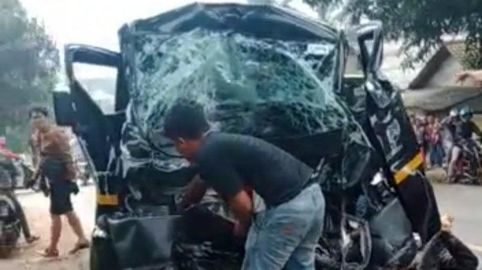 Kecelakaan Terjadi di Jalan Raya Purwakarta-Bandung, Mobil Pikap Tabrak Truk, Satu Orang Luka Berat