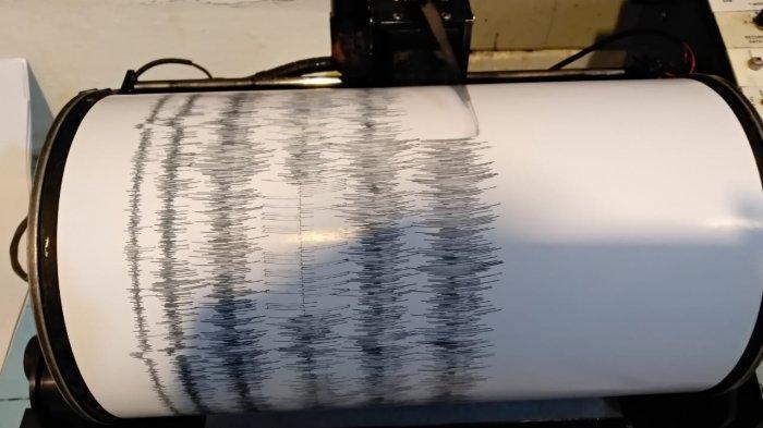 Seismograf mencatat setiap gempa yang terjadi.