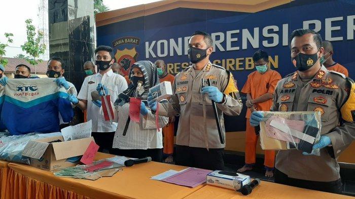 Terlibat Bentrokan, 4 Anggota Geng Motor di Cirebon Dibekuk Polisi, Atribut Berlogo XTC Diamankan