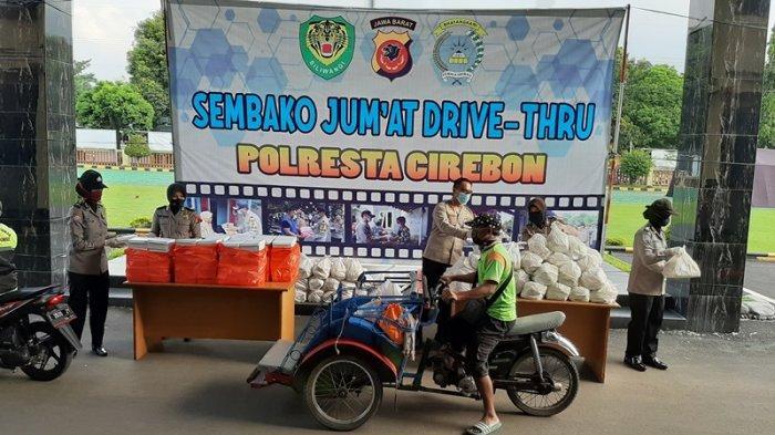 Polresta Cirebon Bagikan Sembako pada Tukang Becak & Tukang Ojek, Minta Mereka Rajin Cuci Tangan