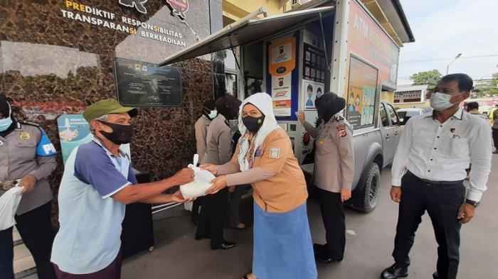 110 Warga Terdampak Pandemi Covid-19 Dapat Bantuan dari ATM Beras Polresta Cirebon