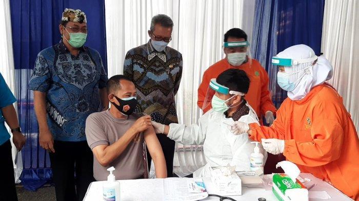 Sekda dan Wali Kota Cirebon Hanya Hadiri Vaksinasi Covid-19, Tak Ikut Disuntik Karena Hal Ini