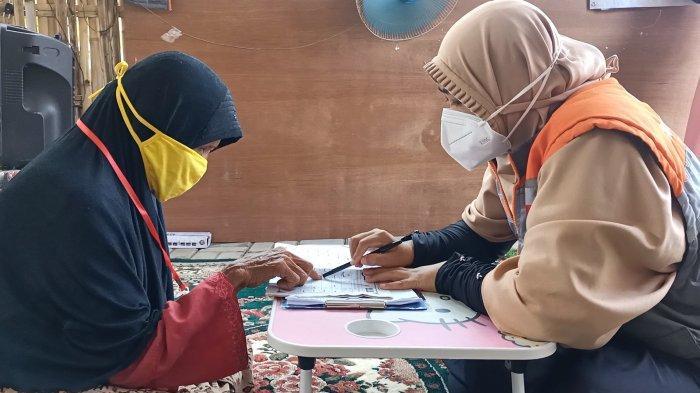 Lansia di Indramayu Semangat Belajar Baca Al-Quran, Tak Malu Demi Bisa Mengaji Meski Buta Huruf