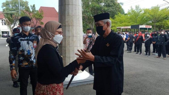 Senjata Pusaka Milik Raden Bagus Arya Wiralodra Pendiri Indramayu Diarak Keliling Indramayu