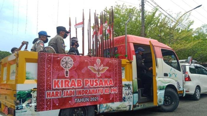 Senjata pusaka Cakra Udaksana Kiai Tambu diarak mengelilingi seluruh wilayah di Kabupaten Indramayu, Senin (27/9/2021).