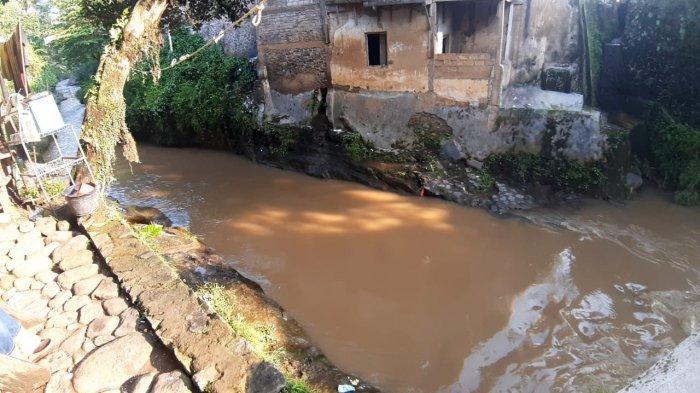 Detik-detik Suami Loncat ke Sungai Deras di Cianjur Diceritakan Sang Istri: Tak Ada Masalah