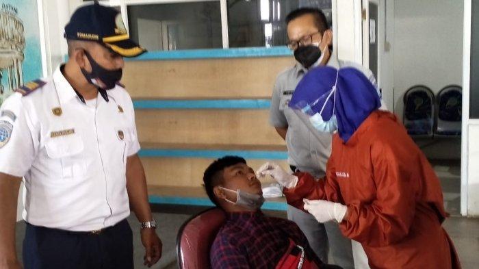 Sopir dan Kru Bus di Terminal Harjamukti Kota Cirebon Jalani Rapid Test Antigen