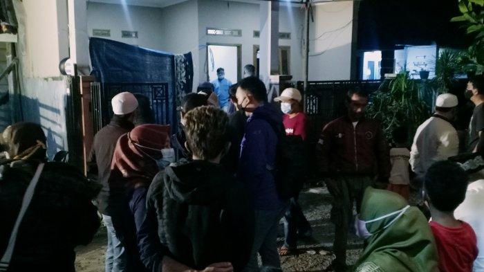 Tangis Keluarga Pecah Saat Jenazah 2 Siswa SMK yang Tewas Tenggelam di Curug Rahong Tiba di Bandung