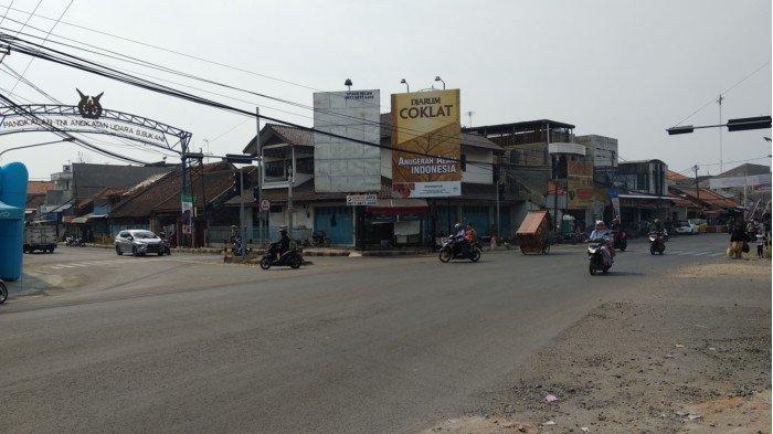 Simpang 4 Jatiwangi Majalengka Tampak Sepi Kendaraan, Petugas Berjaga Sebut Aman Terkendali