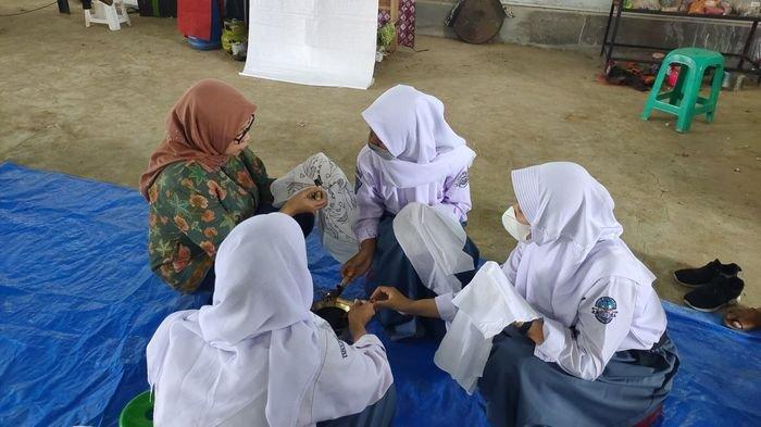 Hari Batik Nasional, Siswa SMAN 2 Majalengka Antusias Belajar Membatik di Tengah Pandemi Covid-19