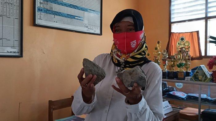 Kondisi kaca pecah di ruangan di SMP PGRI Sindang Indramayu, Rabu (13/10/2021).
